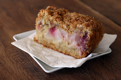 Oat, pear and raspberry loaf