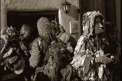 caretos (carlos gonzlez ximnez) Tags: portugal natal rural photography carnaval ritual anthropologie rite myth rituel ancestral antropology tradicion ethnography mascaras caretos rito antropologia entroido trasosmontes etnografia anthropological mythe ethnographie ilustrarportugal ancientfolklore mascaradasdeinvierno mascaraiberica vieuxfolkloreancestral photographieethnographique photographieanthropologique mascarasibericas culturaprimitiva fotografiaetnograficamito
