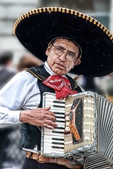 El mariachi (dani.Co) Tags: madrid music nikon band accordion explore mariachi mexicano lucisart acordeón mejicano explored danico brillianteyejewel danicophoto