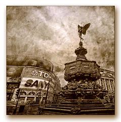 Έρως (Giorgos~) Tags: uk england bw london bravo piccadilly piccadillycircus eros giorgos themoulinrouge firstquality fpg infinestyle thegoldendreams atqueartificia