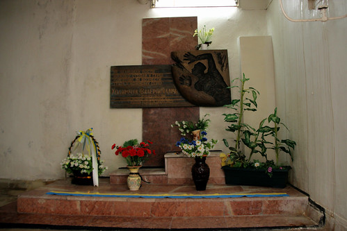 "Valery Khodemchuk Memorial - Chernobyl • <a style=""font-size:0.8em;"" href=""http://www.flickr.com/photos/148075881@N07/32687719801/"" target=""_blank"">View on Flickr</a>"