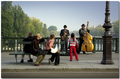 The Jazzmen and the little Girl (Mohsan') Tags: street music paris france seine pentax jazz rue 2007 smorgas