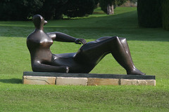 Reclining Figure by Henry Moore (sjs.sheffield) Tags: gardens derbyshire peakdistrict 2006 chatsworth henrymoore recliningfigure beyondlimits sjssheffield