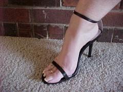 Emailing: MVC-326S (lyonslyonslyons) Tags: long toenails