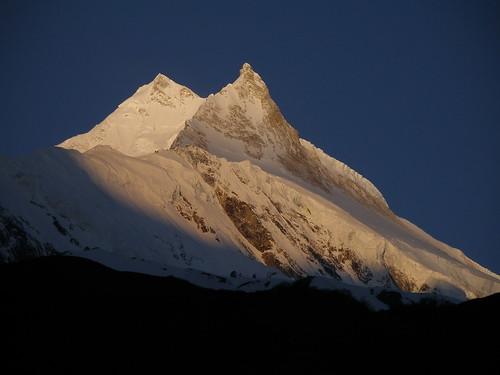 epicuro14님이 촬영한 Monte Manaslu al amanecer.