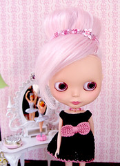 Mabel (Ragazza*) Tags: ballerina airbrush glamourgirl blythestudio customblythedoll pinkmohair skippervanity dropdeadcutecrochetdress glamourfaeheadbandnecklace