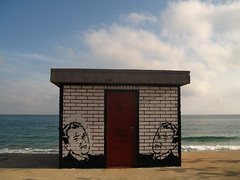 twins (nadie en campaña) Tags: barcelona white black stencil roller politica plantilla nadie rodillo