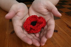 Free Crochet Poppy Brooch Pattern : Poppy brooch Kittyboo Crochet