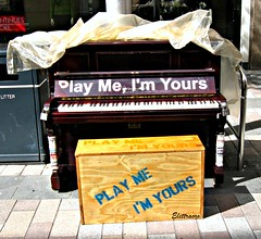 Play me, I'm yours / Suonami, sono tuo ( Elettraoro ) Tags: street plaza city trip travel ireland summer music holiday color colors canon keys interesting europa europe strada play estate place centro piano style places august center belfast visit agosto musica northernireland piazza curiosity colori viaggio picnik vacanze irlanda 2010 spettacolo ulster citt concerti pianoforte lucchetti curiosit irlandadelnord cit top20clonepics elettraoro pianoforteverticale playmeimyourssuonamisonotuo