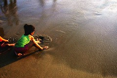 flow of creation in măgical sand'''' (Ꭺɭwαעς 16 Иℴ√ємвǝɾ ( ♥ )) Tags: sea summer playing green texture water childhood fun outdoors sand child play soak creation bombay imagination moment mumbai now sandcastle enjoyment collecting saltwater immersion juhubeach barefooted immersed envisioning endlesspossibilities chowpati halfsitting halfsquatting shovelingwithhands santpit playbeatstheheat