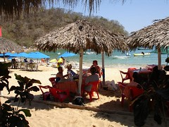 Lunch on the beach under a palapa (D70) Tags: holiday beach weather mexico lunch warm good under company palapa huatulco