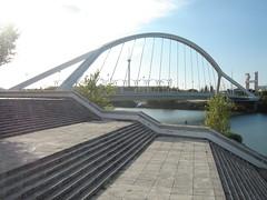 Puente de la Barqueta (ellamiranda) Tags: espaa ro puente sevilla guadalquivir octubre07