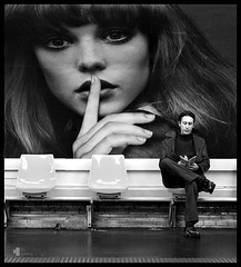 Shhh (rui lebreiro) Tags: bw man paris france d50 reading book pub metro silence soe odeon shhh nikonstunninggallery fivestarsgallery alarecherchedutempsperdu anawesomeshot paris2007 diamondclassphotographer theroadtoheaven thegoldendreams nocolornolie fotodomsdez2007noolhares
