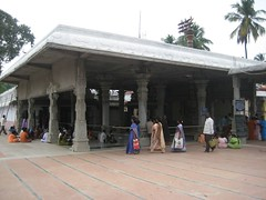Big Manadapam housing Pradhosha Nandhi