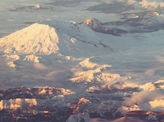Mt. St. Helens (Seattle rainscreen) Tags: mountain snow clouds volcano washington sthelens mtsthelens windowseat