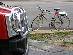 Different strokes (Jer*ry) Tags: bike bicycle automobile assignment 11 suv hummer sus juggernaut gasguzzler pedalpower simpletransportation