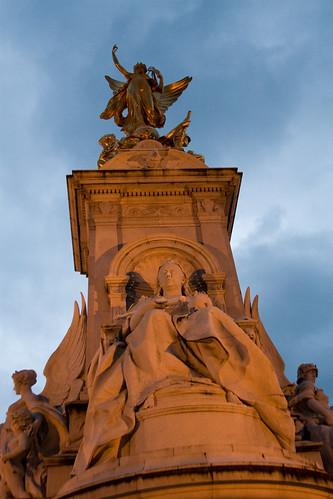 Statue near Buckingham