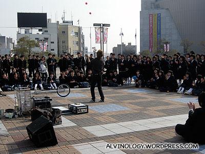 Street performer outside the Kaiyukan