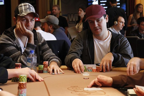 8305 Daniel Negreanu and Carlos Mortensen