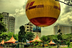 The worlds largest tethered helium balloon (nattu) Tags: singapore ride balloon helium tethered hdr largest dhl uniquely nattu worlds