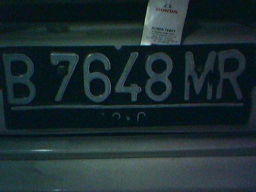 B 7648 MR