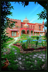 Aladdin house (YOUSEF AL-OBAIDLY) Tags: kuwait  flickrcolour kvwc colourartaward excapture kuwaitvoluntaryworkcenter   teacheryousef