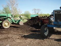 P5080042 (north slope farm) Tags: loading spreading composting northslopefarm