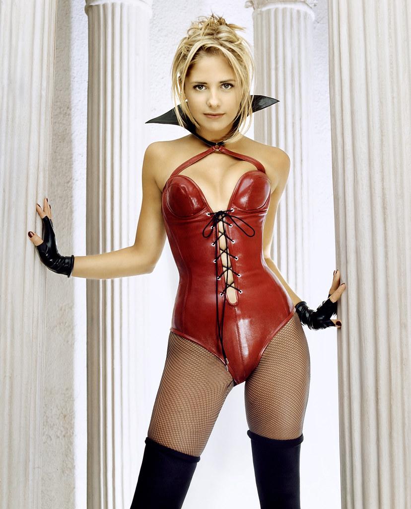 hot chicks gallery: sarah michelle gellar red latex ...