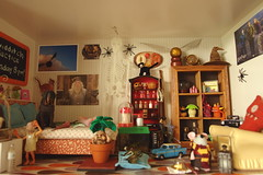 Harry Potter bedroom.Fang is drooling on the bed!! (girl enchanted) Tags: harrypotter norbert dobby fang potions mandrake scabbers