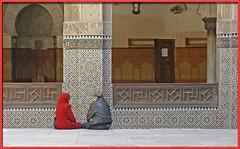 just stitting and talking (mhobl) Tags: red mosque morocco maroc medina marokko fes medersa medresse moscheenminarette
