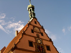 Rothenburg ob der Tauber (Taylor Mc) Tags: blue sky building green clock yellow river germany bayern deutschland bavaria air himmel gelb ob grn blau fluss der rothenburg luft gebude gruen hause uhr rothenburgobdertauber tauber flus