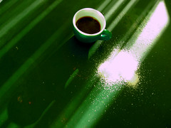 (donmimi83 ( away )) Tags: morning light shadow verde green coffee nikon view coke sugar 2007 blackgold donmimi83