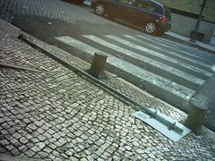 Passadeira obstruída por sinal caído, Lisboa