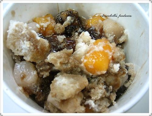 鮮芋仙招牌冰與奶球攪拌後