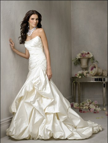 White and Elegant Bridal Wedding Gown