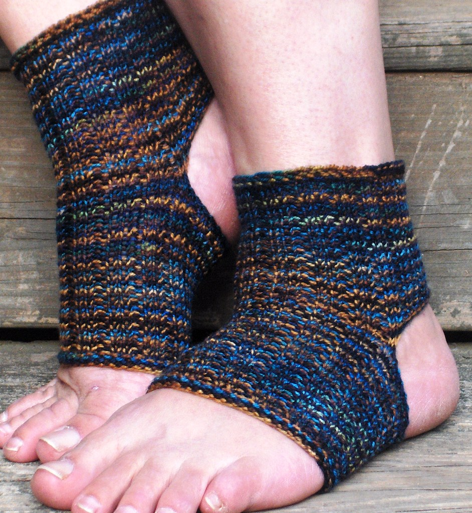 Easy Knitting Pattern For Yoga Socks : Six Degrees Arts: Easy Peasy Yoga - Pilates Socks