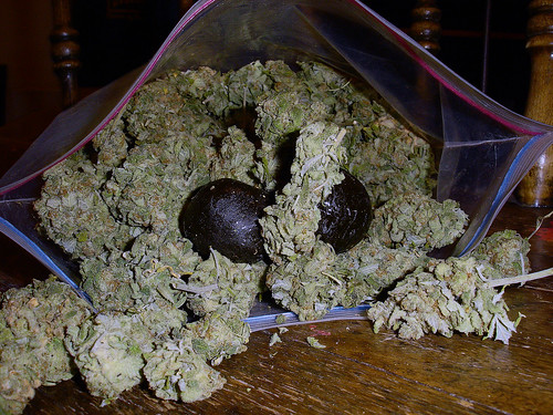 ounce of weed in bag. This ag has Black ball!