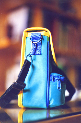 casa giallo fotografia azzurro colori tavolo custodia scrivania nero interno libreria tasca vetro stanza cerniera astuccio ripiano bretella