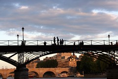 (Calinore) Tags: street city paris france saint silhouette seine soleil arts coucher andre getty pont iledefrance ville berges fleuve quais quaisdeseine rives selectionneespargetty