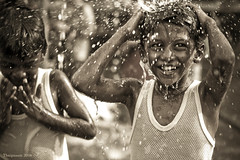 Cleansing Ritual (Chee Seong) Tags: fab wet water smile kids canon shower bath searchthebest malaysia hindu 2008 kl soe thaipusam batucave blueribbonwinner canon2470mm 400d mywinners abigfave anawesomeshot superbmasterpiece theunforgettablepictures betterthangood theperfectphotographer goldstaraward