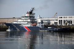 Guardian Angel (Bruno Girin) Tags: france boat brittany harbour brest tug finistre abeillebourbon