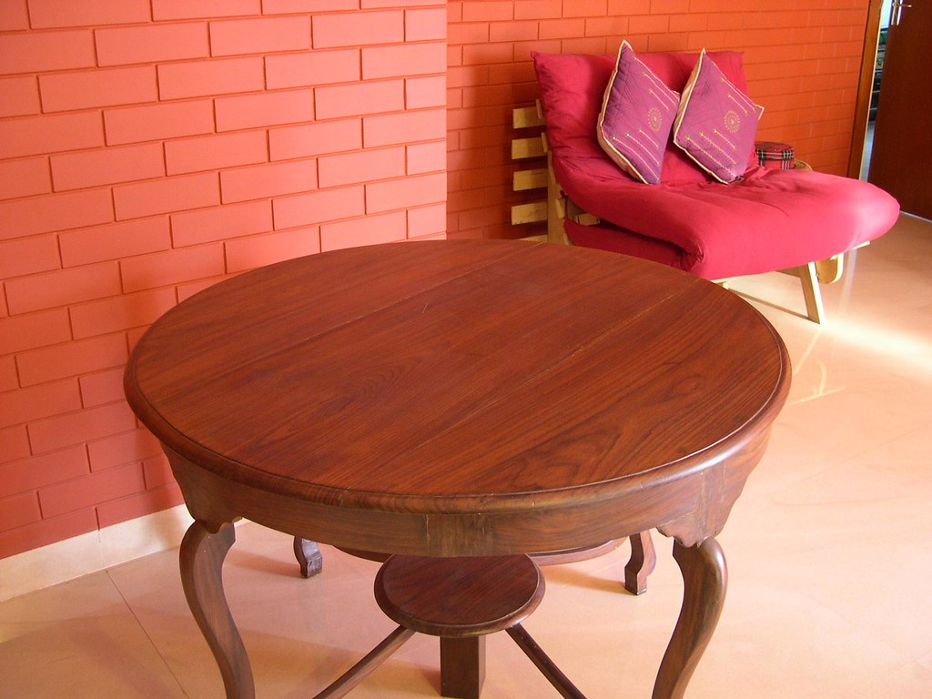 Table in Rose wood