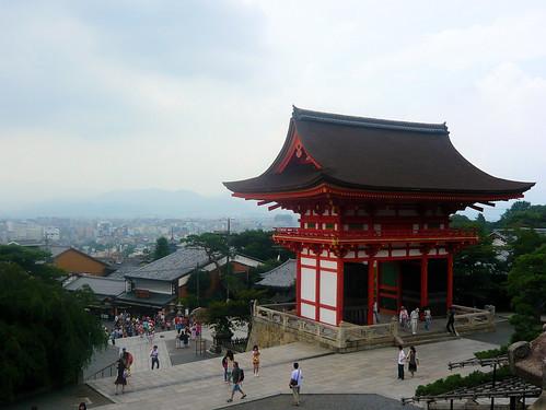 Kiyomizu-dera temple - Main gate