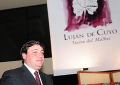 El intendente de Luján viajó a Francia a ser jurado de un concurso de vinos