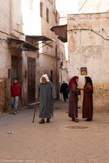 fez_20101124-24.jpg (florentina georgescu photography) Tags: people architecture islam worldheritagesite morocco fez medina imperialcity jellaba medievalcity merinid fezelbali moroccanwomen
