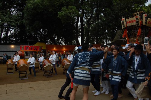 Mikoshi arrived at the shrine.