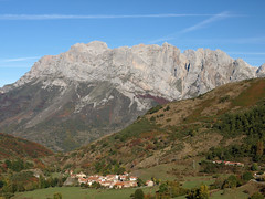 Santa Marina de Valden (jtsoft) Tags: mountains landscape olympus otoo len picosdeeuropa e510 valden zd1442mm jtsoftorg