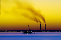 Stop the warming (Ammar Alothman) Tags: blue sunset sea water silhouette yellow canon landscape bravo kuwait ammar kuwaitcity globalwarming kw 2007 q8 400mm markiii  vwc canoneos1dmarkiii ammaralothman  canonef400mmf56lusm kuwaitpictures canon400 kuwaitiphotographer kuwaitphoto kuwaitphotos ammarphotography kuwaitpic kuwaitpictrue whereiskuwait 1dmark3 kvwc kuwaitvoluntaryworkcenter  kuwaitvwc ammarq8com  ammarphotocom stopthewarming  thebestwaterscapes
