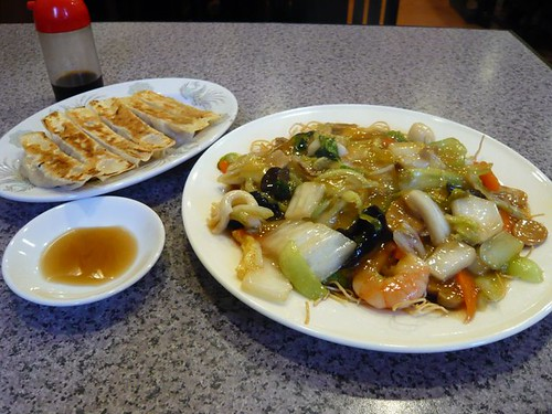 Gyoza and Fried Chinese noodle, Ryu-sen Ma-san no Mise