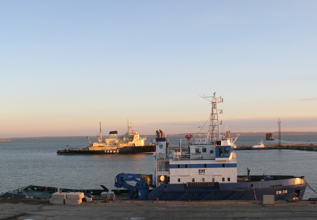 EVA-316 ja JM Tarmo Hundipea sadamas